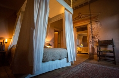 Château des Talaru - English: A guest suite at the Château de Chalmazel, a 13th century castle in Chalmazel, France.  The castle is operated as a bed and breakfast.  This guest suite has two adjoining bedrooms with a shared modern bath and toilet.