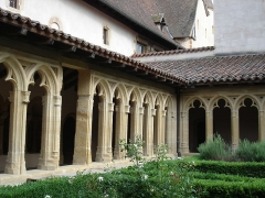 Abbaye de Charlieu - le cloître