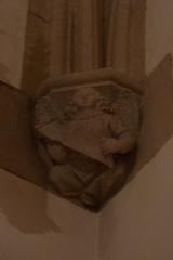 Eglise Saint-Philibert - Deutsch: Konsole in der Kirche Saint Philibert in Charlieu, Darstellung: Engel als Symbol für den Evangelisten Matthäus