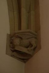 Eglise Saint-Philibert - Deutsch: Konsole in der Kirche Saint Philibert in Charlieu, Darstellung: Löwe als Symbol für den Evangelisten Markus