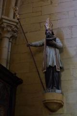 Eglise Saint-Philibert -  Statue des heiligen Philibert in der Kirche Saint-Philibert in Charlieu