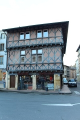 Maison - Français:   Maison, 19 place Saint-Philibert, rue des Moulins, Charlieu.