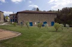 Château des Bruneaux - English:  Service quarters of the Castle of the Bruneaux.