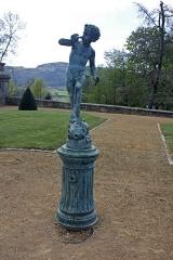 Château des Bruneaux - English:  Cherub fountain in the park of the castle.
