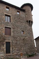 Eglise à l'exception de l'étage moderne qui couronne le clocher occidental - English:  House with a tower, street of the city walls.