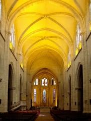 Eglise Notre-Dame - Français:   La nef de la Collégiale Notre-Dame d\'Espérance à Montbrison (Loire).