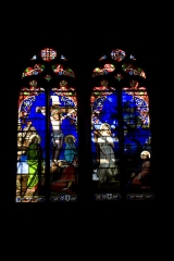 Eglise Notre-Dame - English:  Stained glass of the chapel of the Deads: On the right Jesus in the garden of olives trees, an angel shows him a chalice. On the left, the holy women at the foot of the cross. Behind, a soldier in Roman armor and in the background Jerusalem.