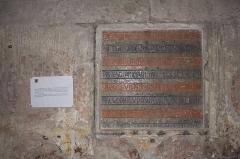 Eglise Notre-Dame - Français:   Pierre de fondation posée par le fils du Comte de Forez, Guy IV, agé de cinq ans, le 16 novembre 1226.