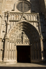 Eglise Notre-Dame - English:  The porch consists of five lancet archs  whose stylobates never received statues.