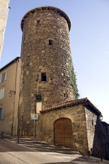 Enceinte - English:  Tower oh the barier: tower of old castle of the Count of Forez, integrated in the walled belt.