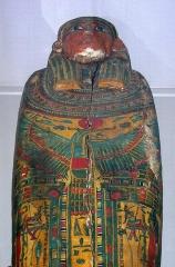 Musée Joseph Dechelette - Deutsch: Sarkophag des Tjesisetperet, XXIII-XXVI. Dynastie, etwa 820 v.Chr.