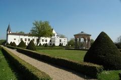 Château de la Bastie-d'Urfé - Français:   Jardins du Château de la Bastie d\'Urfé
