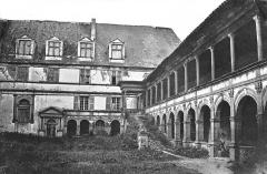 Château de la Bastie-d'Urfé - Deutsch: Westflügel und Logis des Schlosses La Bastie d'Urfé, Loire, Frankreich