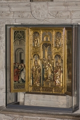 Eglise - English:  The statues of the central crate: Virgin and Child, St. Catherine, St. Barbara, and the back of the left panel representing the the Virgin wedding.