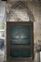 Eglise - English:  Narthex of the church: doorway to the churchyard where was the old cemetery.