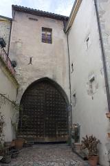 Porte de ville avec ses vantaux - English:  Tower and gate of the Clock, principal gateway to the city.