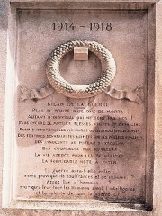 Monument aux morts - Monument pacifiste a Saint-Martin-d'Estreaux (Loire)