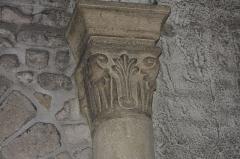 Eglise - English: Chapiteau roman (13° siècle)
