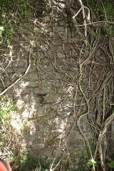 Aqueduc gallo-romain de l'Yzeron - Français:   Les deux piles du Tourillon à Craponne, vestiges de l\'ancien réservoir intermédiaire d\'un siphon double de l\' Aqueduc de l\'Yzeron couverts de végétations.