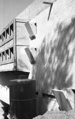 Couvent Sainte-Marie-de-la-Tourette - Magyar: domonkos kolostor (Couvent Sainte-Marie de La Tourette). Építészek: Le Corbusier, Iannis Xenakis, André Wogenscky és Pierre Jeanneret.