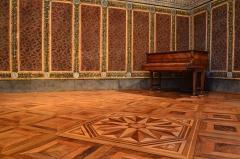 Château - Français:   Salle des Brocarts de l\'Hotel de Ville de Grigny (Rhône).  Peintures murales classées.  Crédit: G.MOULINphotographies©
