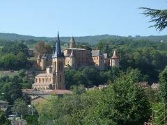 Château -  Jarnioux - kościół i zamek / church and castel