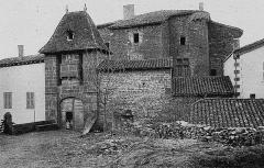 Château du Sou - Français:   Dictionnaire illustré des communes du département du Rhône. Tome 1 / par MM. E. de Rolland et D. Clouzet.