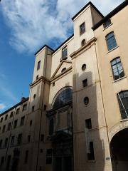 Ancien Collège de la Trinité, actuellement lycée Ampère - Français:   Façade.