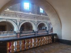 Ancien Collège de la Trinité, actuellement lycée Ampère - Français:   Balustrade et arcades.