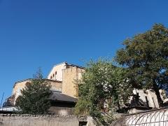 Eglise Saint-Just - Français:   Jardins ouest: vue sur l\'église Saint-Just des Macchabées et haut de l\'ancienne serre.