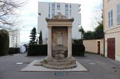 Fontaine du Taurobole - Français:   Fontaine au Taurobole à Lyon.