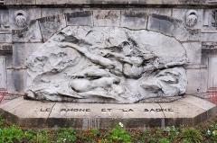 Palais du Commerce - André Vermare, Le Rhône et la Saône, Salon de 1902, marbre, escalier palais du Commerce/Bourse de Lyon, 1907, vue de face