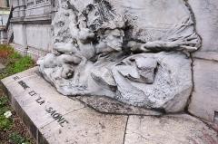 Palais du Commerce - André Vermare, Le Rhône et la Saône, Salon de 1902, marbre, escalier palais du Commerce/Bourse de Lyon, 1907, vue de côté