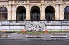 Palais du Commerce - André Vermare, Le Rhône et la Saône, Salon de 1902, marbre, escalier palais du Commerce/Bourse de Lyon, 1907, vue d'ensemble de la façade du palais du commerce