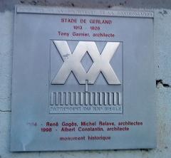 Stade municipal dit stade Gerland - Français:   Plaque commémorative à proximité de l\'entrée principale du stade de Gerland.