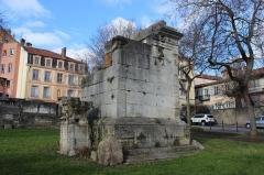 Tombeaux romains de Trion - Français:   Mausolée de Turpion, quartier de Trion à Lyon.