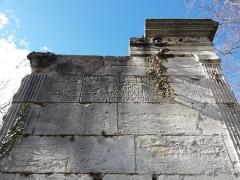 Tombeaux romains de Trion - Français:   Mausolée de Turpio: inscription.