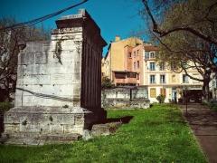 Tombeaux romains de Trion - Français:   Roman mausoleum from 1rst century AD, Place Eugène Wernert in Lyon, France.