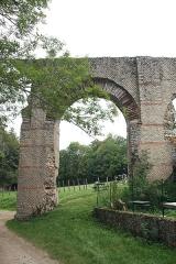 Aqueduc gallo-romain du Gier dit aussi du Mont Pilat (également sur communes de Brignais, Chaponost, Lyon, Sainte-Foy-lès Lyon, Soucieu-en-Jarrest) - This image was uploaded as part of Wiki Loves Monuments 2011.