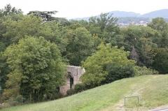 Aqueduc gallo-romain du Gier dit aussi du Mont Pilat (également sur communes de Brignais, Chaponost, Lyon, Sainte-Foy-lès Lyon, Soucieu-en-Jarrest) - Français:   Pont du Mornantet - Aqueduc romain du Gier à Mornant, Rhône-Alpes, France