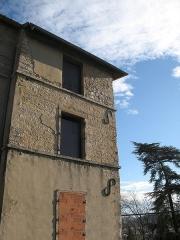 Manoir du Grand-Perron  , dans l'enceinte de l'hôpital Jules-Courmont - Français:   Château du Grand Perron à Pierre-Bénite dans le Rhône.