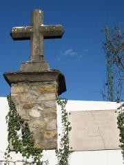 Manoir du Grand-Perron  , dans l'enceinte de l'hôpital Jules-Courmont - Français:   Croix de bornage de la seigneurie du Perron à Pierre-Bénite dans le Rhône.