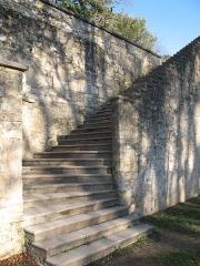 Château de Beauregard - Château de Beauregard à Saint-Genis-Laval dans le Rhône (escalier donnant accès au Grand Jardin).
