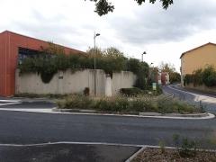 Borne milliaire - Français:   Vue avec le carrefour des rues du Rhône et du Chantabeau.