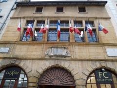 Hôtel de ville - Français:   Depuis la grand\'rue