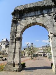Arc de Campanus - English: Arc de Campanus, Aix-les-Bains, France.