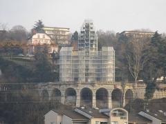 Château de la Roche du Roi - English: The Château de la Roche du Roi, in Aix-les-Bains, during its renovation on December 18, 2016.