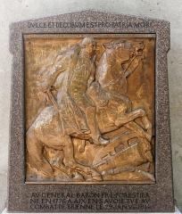 Hôtel de ville (ancien château des Marquis d'Aix) -  Monument en hommage au général François Louis Forestier, tué lors de la bataille de Brienne (29 janvier 1814), sur l'hôtel de ville d'Aix-les-Bains.