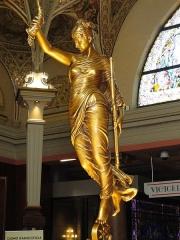 Palais du Casino dit du Grand Cercle, ancien Palais de Savoie -  Statue of