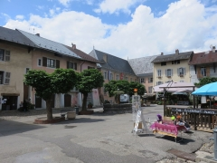 Fontaine - Français:   La Grande-Place et sa fontaine, Conflans (Albertville)